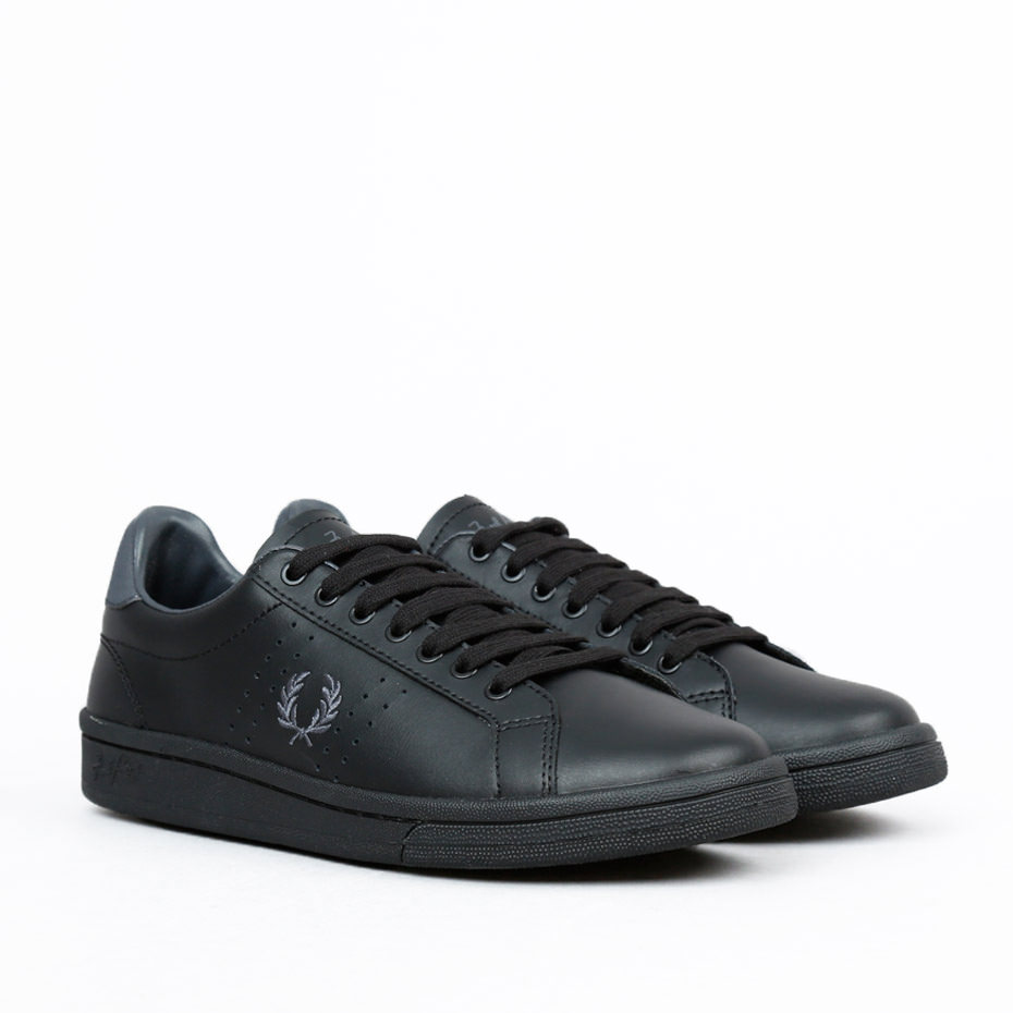 FRED PERRY Leather Black Uni - Fred Perry - Tennisshopen.se 1cda2dcaed4ef